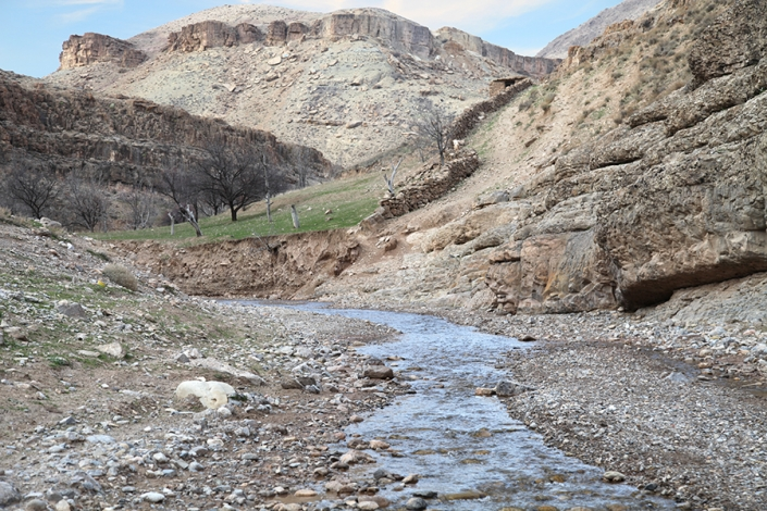 رودخانه کمر شکسته