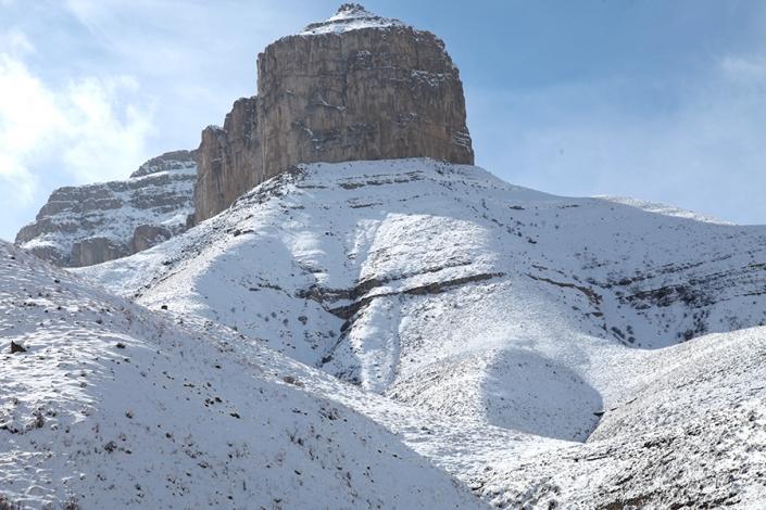 قله دولولی،کوه های اب و برق مشهد،کوه های اطراف مشهد،جاهای دیدنی مشهد،تفرجگاه های مشهد،تفریگاه های مشهد،کوهنوردی