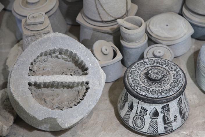 غرفه هرکاره تراشی کاروانسرای ویرانی،جاذبه های تاریخی فرهنگی شهر مشهد،جاهای دیدنی مشهد