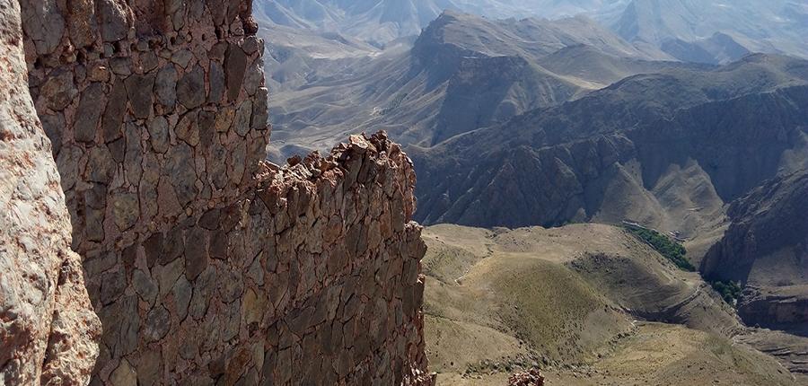 قله قلعه عماد،کوه های اطراف مشهد،جاهای دیدنی مشهد،تفرجگاه های مشهد،تفریگاه های مشهد،کوهنوردی