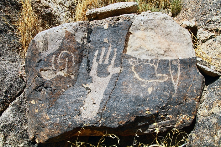 سنگ نگاره کرتیان،سنگ نگاره های طرقبه، شاندیز،دره داغستان،کمرمقبولا،حوالی رودخانه طرق